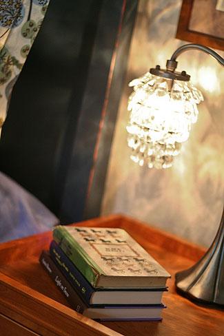 bedside_lamp