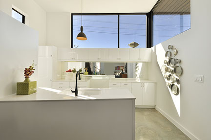 staged_modern_kitchen