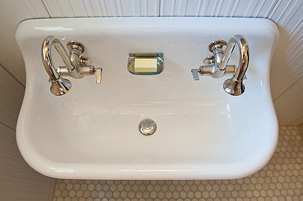 Room_Fu_mod_vintage_BA_sink_above