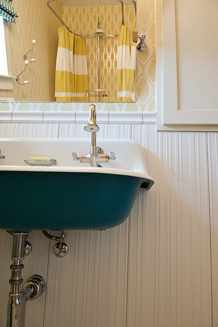 Room_Fu_mod_vintage_BA_sink_under