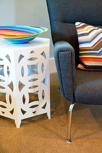 Room_Fu_colorful_modern_guest_BR_table_chair