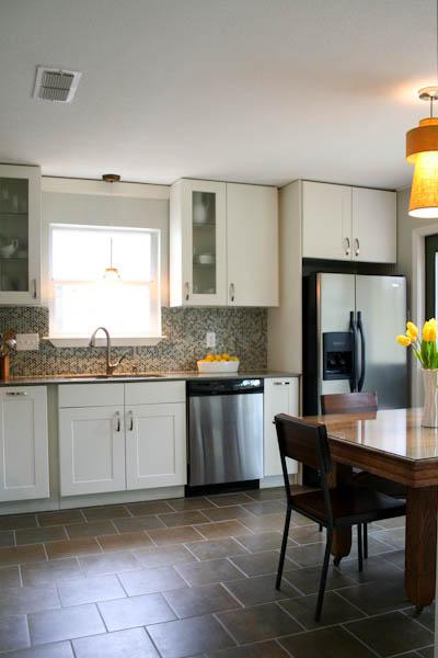 White shaker kitchen remodel modern backsplash quartz countertops Austin Travis Country