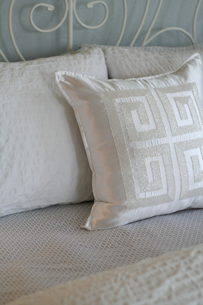 sm_simple white and gray guest bedroom 5