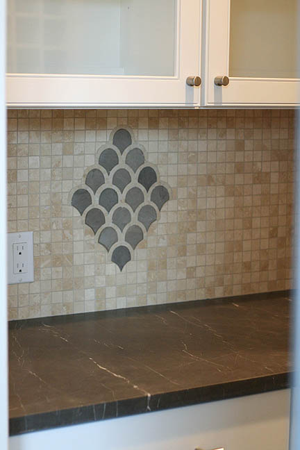 butlers-pantry-scalloped-tile-mosaic-detail-backsplash-3_web