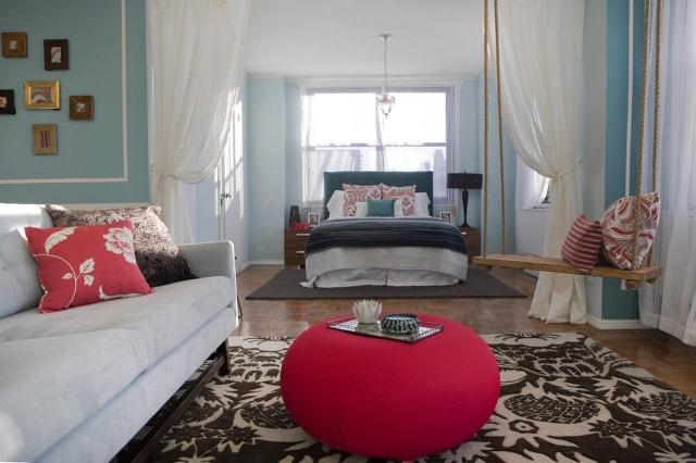 women_bed_sofa
