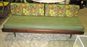 Vintage daybed--easy reupholstery project! $100.
