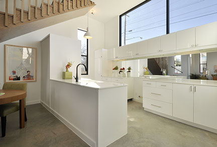 staged_modern_kitchen2b
