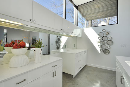 staged_modern_kitchen3a