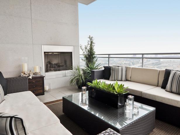 Modern balcony designed by Leslie Ezelle.