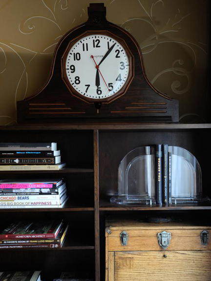 Urban-Oasis-2011-Bedroom_16-Shelves-Clock_s3x4_lg