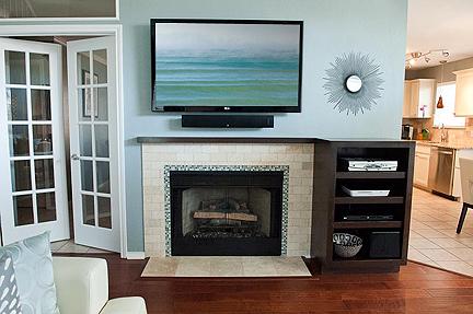 travertine-glass-tile-fireplace