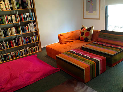 Have always wanted an orange and pink room!