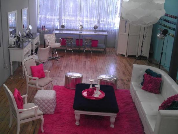 HSTAR7_Mikel-Welch-10-Pink-White-Traditional-Living-Room_s4x3_lg