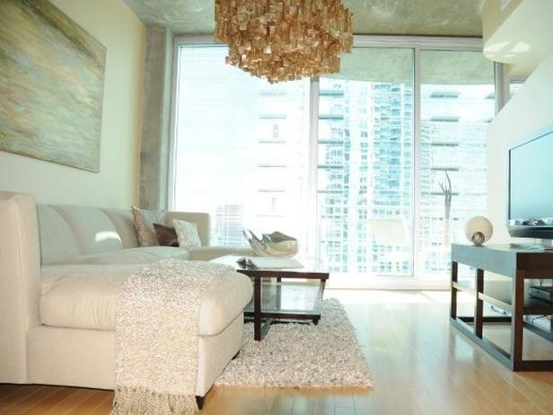 HSTAR7_Mikel-Welch-4-Glamorous-Neutral-Living-Room_s4x3_lg