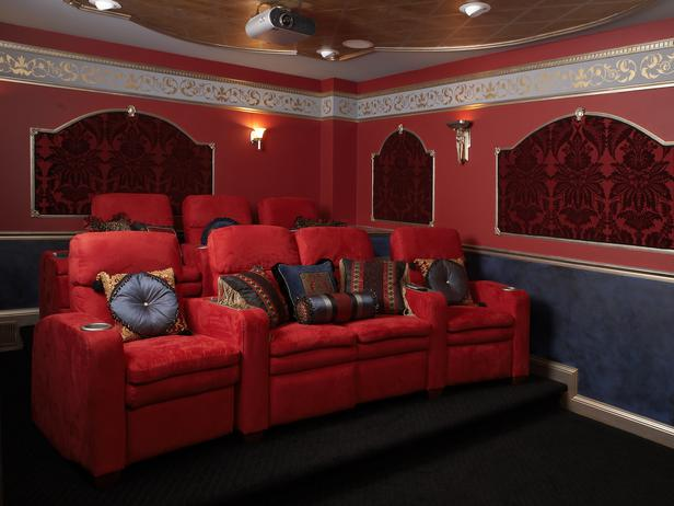 HSTAR7_Rachael-Kate-Movie-Time-Red-Blue-Theater_s4x3_lg