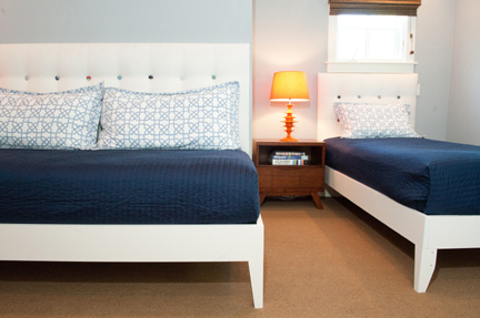 Room_Fu_colorful_modern_guest_BR_beds_tight