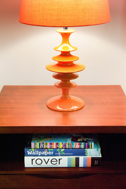 Room_Fu_colorful_modern_guest_BR_nightstand