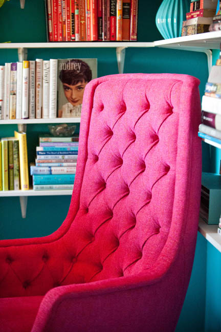 A hot pink upholstered mid-century swivel chair features tufting on its high seat back. Ward Bennett for Brickel Associates.