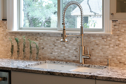 austin-white-kitchen-backsplash-granite-countertop_web