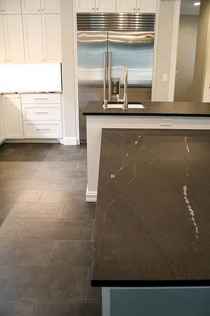 austin-white-kitchen-black-leather-countertop-built-in-table_web