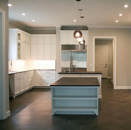 austin-white-kitchen-black-leathered-granite-bar_web
