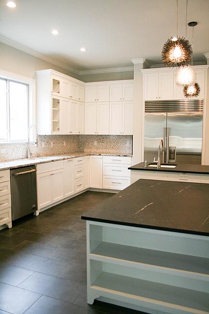 austin-white-kitchen-bookshelves-black-leather-bar_web