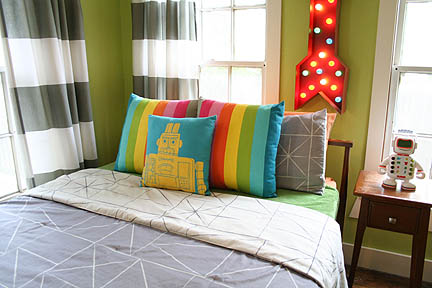 colorful-robot-bedroom-space-theme-01_web