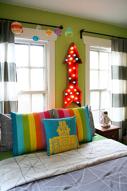 colorful-robot-bedroom-space-theme-02_web